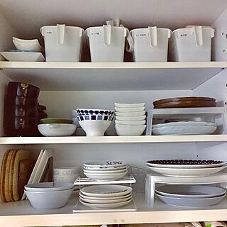 女性家族暮らし3LDK、食器棚の中に関するichi.さんの実例写真