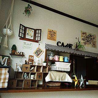 女性33歳の家族暮らし4LDK、ダイソーのミニ椅子に関するMeguさんの実例写真