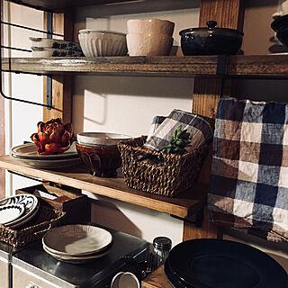 家族暮らし1LDK、salut! 食器棚リメイクに関するmomijiさんの実例写真