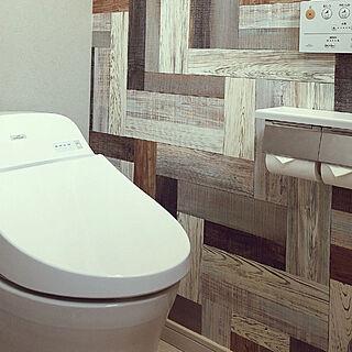 トイレ/一階のトイレ/グレーの壁紙/アクセントクロス/木目のクロス...などのインテリア実例 - 2020-09-18 04:44:55