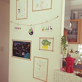 壁/天井/子供の絵を飾る/マスキングテープ 壁/子供の絵/子供のいる暮らしのインテリア実例 - 2016-07-10 12:27:22