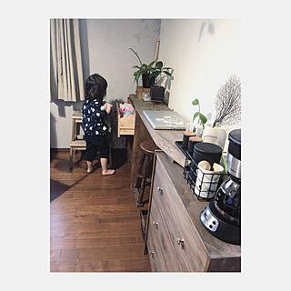 女性家族暮らし、ウォールナット家具に関するmi..Eさんの実例写真