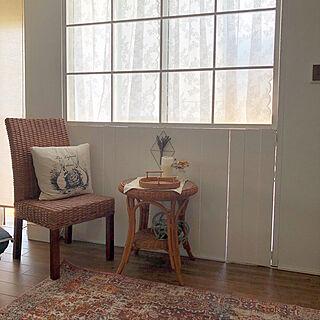 レースカーテン/アンティーク風/窓枠DIY/ダイソー/絨毯...などのインテリア実例 - 2021-05-30 19:55:31