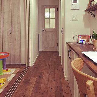 女性の、4LDK、家族住まいの「部屋全体」についてのインテリア実例