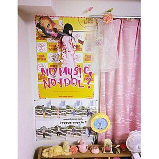 ベッド周り/黄色/ピンク/アーティストグッズ/掛け時計...などのインテリア実例 - 2014-11-27 16:25:22