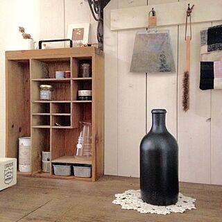 机/空き瓶/雑貨/セリア/板壁 DIY...などのインテリア実例 - 2017-05-07 14:03:31