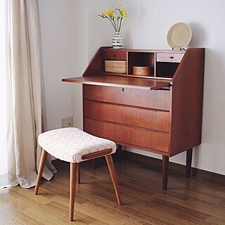 女性の、2LDK、一人暮らしの「机」についてのインテリア実例