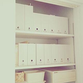 女性の、4LDK、家族住まいの「棚」についてのインテリア実例
