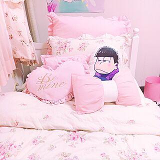 ベッド周り/おそ松さん/ヲタクもお洒落に暮らしたい。/アニメグッズ/クッション...などのインテリア実例 - 2016-12-18 08:49:26