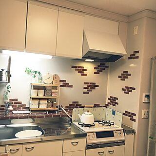 女性3DK、ナチュラルキッチン 換気扇用フックに関するinaba0178さんの実例写真