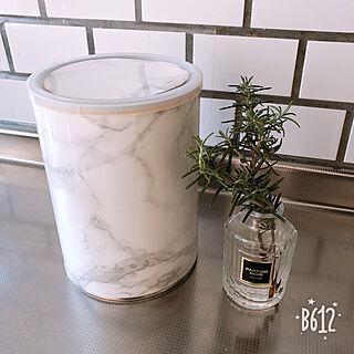 女性28歳の家族暮らし4DK、粉ミルク缶カバーに関するy.frvr.ks-lvyuiさんの実例写真