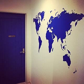 女性34歳の家族暮らし3LDK、世界地図ウォールステッカーに関するchikaaaaaさんの実例写真