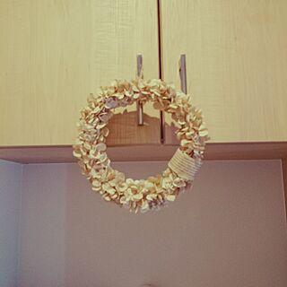 女性34歳の家族暮らし4LDK、コーヒーフィルターで紫陽花リース♡に関するAkieさんの実例写真
