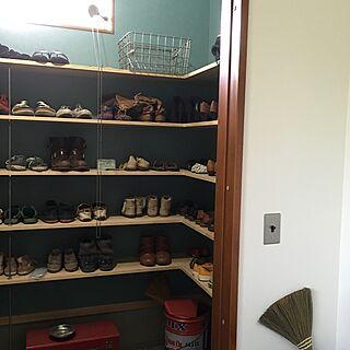 玄関/入り口/匂いが気になる/左奥はパイプハンガー/ブルーグレー/アクセントクロス/汚靴...などのインテリア実例 - 2016-04-08 15:52:51