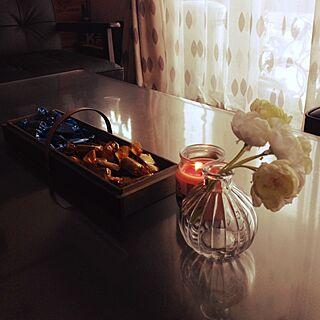 部屋全体/セリアフェイク/ダイソーキャンドル/手作りお菓子トレーのインテリア実例 - 2014-05-25 10:57:30