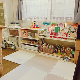 女性31歳の家族暮らし4LDK、ニトリのカラーボックスに関するcinderellaさんの実例写真