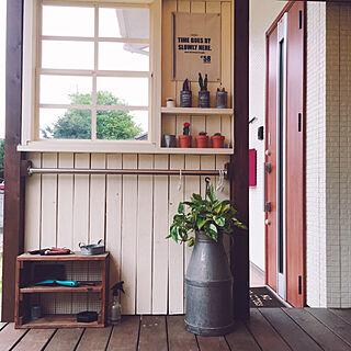 玄関/入り口/リメ缶/素焼き鉢/サボテンコーナー/玄関ドア...などのインテリア実例 - 2018-04-24 08:00:53