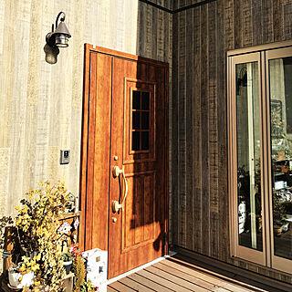 タイル飾りDIY/ケイミュー外壁/パナソニックの外灯/パナソニック照明/ウッドデッキからの景色...などのインテリア実例 - 2018-01-27 11:54:26