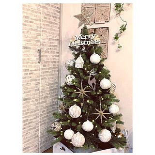 壁紙DIY/白レンガ風壁紙/ティンパネル/クリスマスインテリア/クリスマスディスプレイ...などのインテリア実例 - 2019-11-09 20:46:56