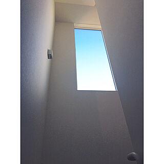 玄関/入り口/何も置きたくない派/何もしてない場所/夏の空/階段の窓...などのインテリア実例 - 2017-08-09 21:34:35