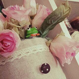 女性45歳の家族暮らし2DK、フェイクフラワー薔薇に関するNaomiさんの実例写真