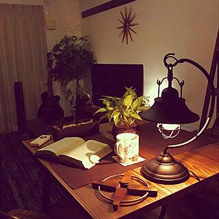 リビング/夜のリラックスタイム/植物/カフェ風/観葉植物...などのインテリア実例 - 2018-09-02 00:51:16