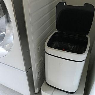 女性34歳の家族暮らし、自動開閉ゴミ箱に関するRay_of_Lightさんの実例写真