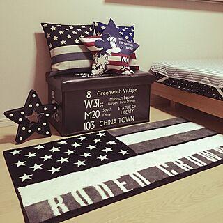 ベッド周り/クッション/バスロールサイン/星条旗が好き/スツール 収納...などのインテリア実例 - 2016-05-07 21:33:41