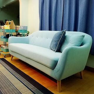 女性家族暮らし、ブルーの家具に関するhanaさんの実例写真