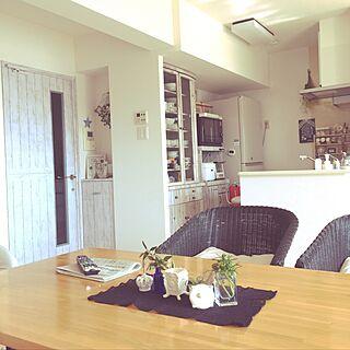 リビング/黒のレース編み/リメークドア/リメークシートを貼った食器棚/元気なハート♥️...などのインテリア実例 - 2017-04-29 07:56:20