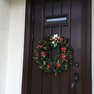クリスマス仕様/100均オーナメント/玄関ドア飾り/クリスマスリース/クリスマス...などのインテリア実例 - 2020-12-08 13:24:56