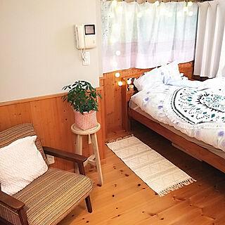 女性の、2LDK、一人暮らしの「ベッド周り」についてのインテリア実例