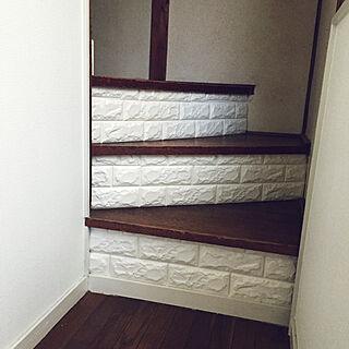 女性の、4DK、家族住まいの「玄関/入り口」についてのインテリア実例