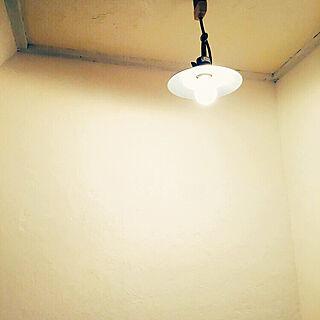 女性の、4DK、家族住まいの「壁/天井」についてのインテリア実例