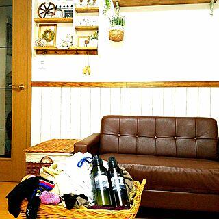 女性の、3LDK、家族住まいの「リビング」についてのインテリア実例