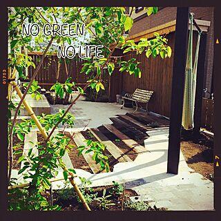 女性39歳の家族暮らし3LDK、枕木風コンクリに関するksp-worksさんの実例写真