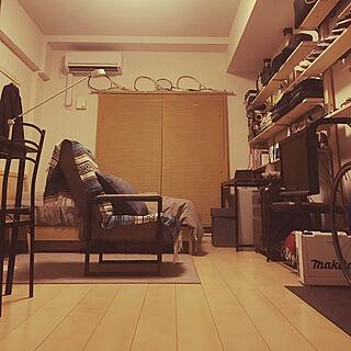 部屋全体/初投稿/一人暮らし/照明/スニーカー...などのインテリア実例 - 2018-05-31 00:50:25