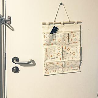 女性の、1LDK、家族住まいの「玄関/入り口」についてのインテリア実例