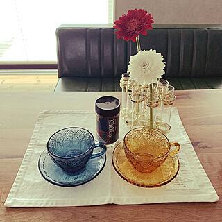 試験管花瓶/ガラスのカップ&ソーサー/ランチョンマット/花のある暮らし/KALDI...などのインテリア実例 - 2021-01-17 08:02:12