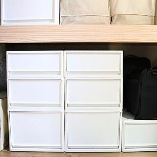 女性の、3LDK、家族住まいの「棚」についてのインテリア実例