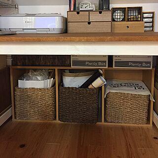 女性の、2LDK、家族住まいの「机」についてのインテリア実例