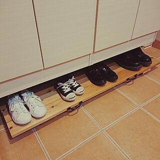 男性40歳の家族暮らし4LDK、靴の収納に関する2323-8さんの実例写真