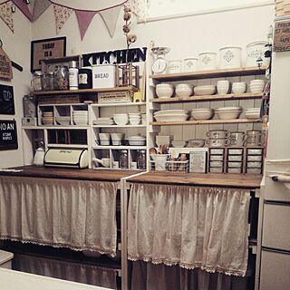 女性家族暮らし4LDK、お皿ディスプレイに関するcocotteさんの実例写真