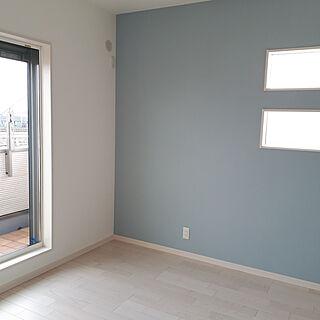 壁/天井/ブルーグレー/アクセントクロス/寝室の壁/ホワイトアッシュフローリングのインテリア実例 - 2018-02-22 22:34:23