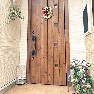 玄関/入り口/ビオラ/来年もよろしくお願いします♡/ウッドワンのドア/しめ縄リース...などのインテリア実例 - 2015-12-28 11:25:50