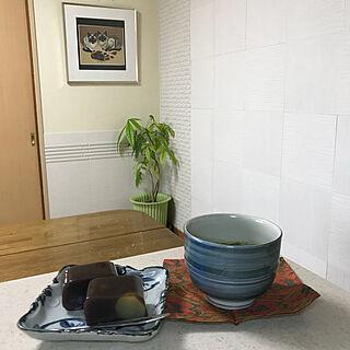 キッチン/抹茶茶碗/元カレンダーを額装/絵のある暮らし/パキラ成長中...などのインテリア実例 - 2018-04-16 10:29:57