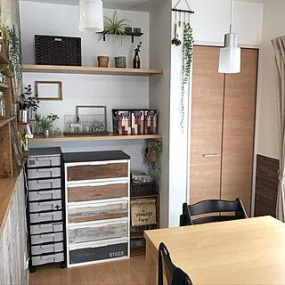 女性の、、家族住まいの「棚」についてのインテリア実例