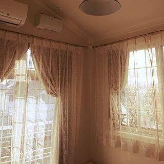 ベッド周り/一面だけ柄の壁紙/窓枠/斜め天井のインテリア実例 - 2014-12-08 09:50:08