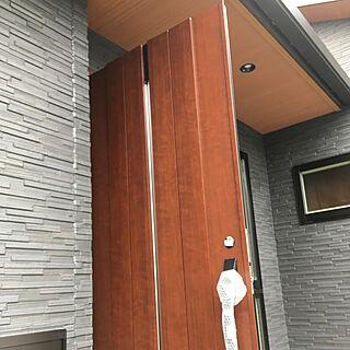 女性32歳の家族暮らし4LDK、玄関ドアに関するimR7_さんの実例写真