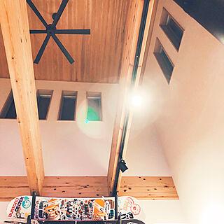 壁/天井/スノーボードラック/シーリングファン/吹き抜けのある家/吹き抜けリビング...などのインテリア実例 - 2019-02-15 19:02:14